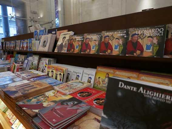 美術館に付属するイタリアの現在の書店の様子