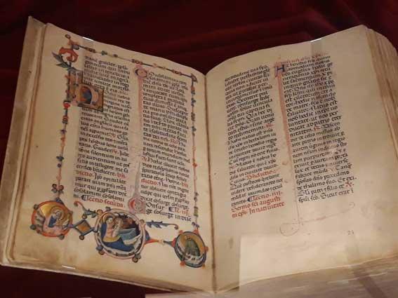 フィレンツェのラウレンツィアーナ図書館に残る書籍