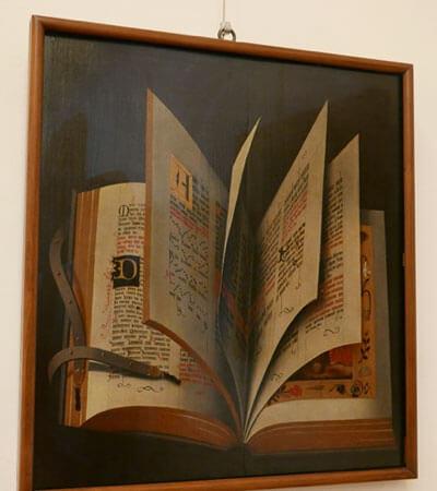 ウフィッツィ美術館の作品より。1ページに2列のテキストがスタンダードに(著者撮影)